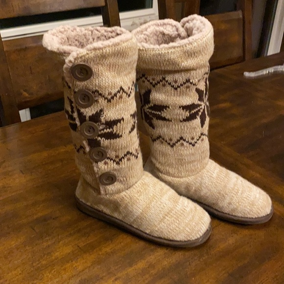 Mukluks a la mode tan/brown knitted boots